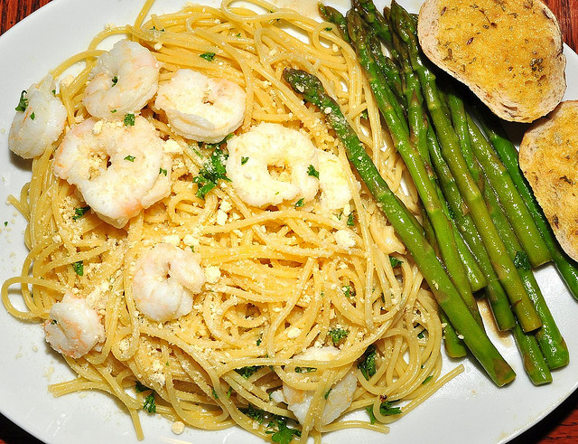 Pasta with garlic butter sauce, served with shrimp and asparagus