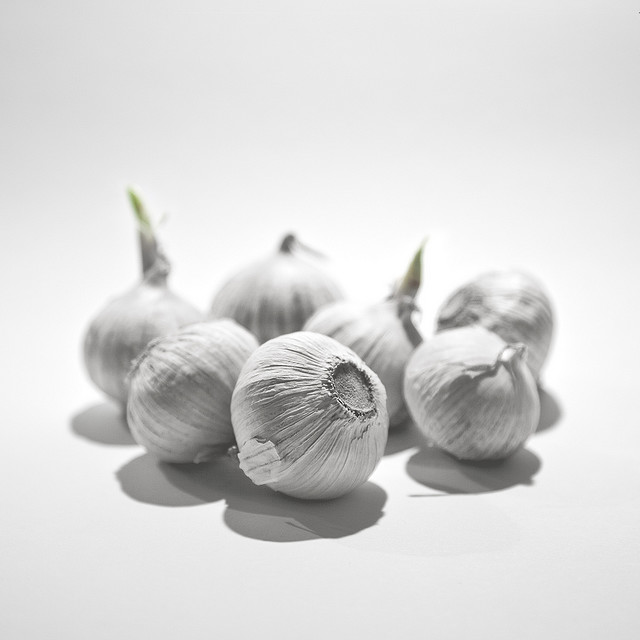 I seem to remember this picture of garlic from somewhere..